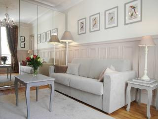 Elegant Louvre Vacation Rental - Paris vacation rentals