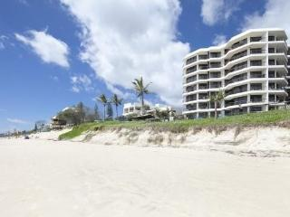 Cozy 2 bedroom Mermaid Beach Apartment with Internet Access - Mermaid Beach vacation rentals