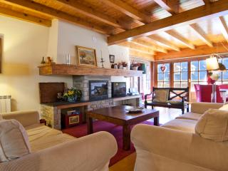 Gessa 6 km Baqueira 4 bedrooms - Gessa vacation rentals