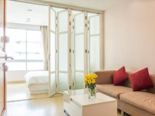 35 sqm with pool close to BTS and RIVER - Bangkok vacation rentals