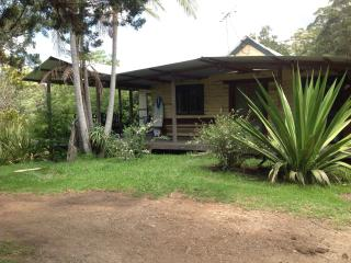 Lovely 2 bedroom House in Yarrahapinni - Yarrahapinni vacation rentals