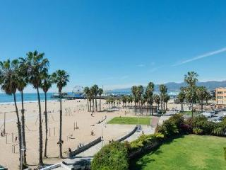 Blu Santa Monica U4, has a hot tub and fireplace, and direct access to the beach - Santa Monica vacation rentals