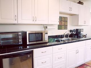 Comfortable Apartment with A/C and Satellite Or Cable TV in Medford - Medford vacation rentals