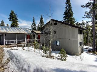 Ski-in/ski-out with jetted tub & three bedrooms! - Tahoe City vacation rentals