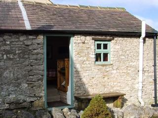 THE STUDIO, ground floor studio cottage, roadside parking, in Bradwell, Ref 30742 - Hazlebadge vacation rentals
