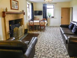 MOTE COTTAGE, pet friendly, country holiday cottage, with a garden in New Cumnock, Ref 4238 - New Cumnock vacation rentals