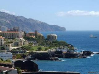 Rent of a lovely seaside holiday flat in Funchal - Funchal vacation rentals