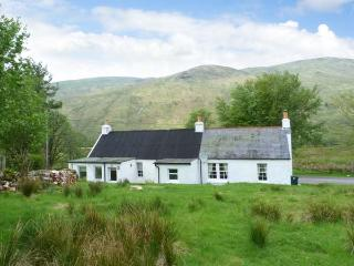 ACHNAFALNICH, pet-friendly single-storey detached cottage with open fire, Dalmally Ref 906860 - Dalmally vacation rentals