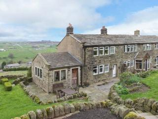 ROYDS HALL COTTAGE, semi-detached, woodburner, off road parking, patio, in Haworth, Ref 912326 - Haworth vacation rentals