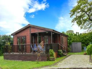 BAY TREE LODGE, detached lodge, all ground floor, parking, patio garden, in St Teath, Ref 913343 - St Teath vacation rentals