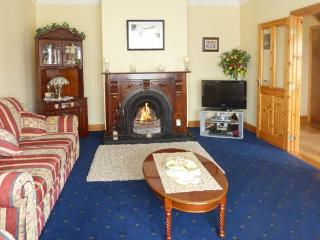 CASTLE VIEW, open fire, enclosed garden with furniture, valley views, Ref 913617 - Glanworth vacation rentals