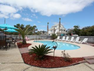 FALL SPECIAL 1800 a Wk. 7 bdrm. Pool, Beach 1 Bk.. - Destin vacation rentals
