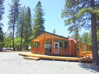 Beautiful 3 Bedroom Log Cabin with all ammenities. - O Brien vacation rentals