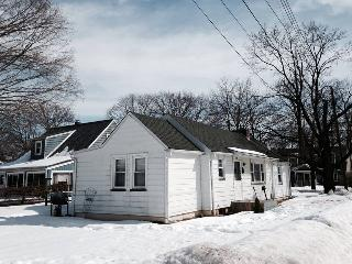 2 BD 1 BA Cozy Charming Hackettstown House - Hackettstown vacation rentals