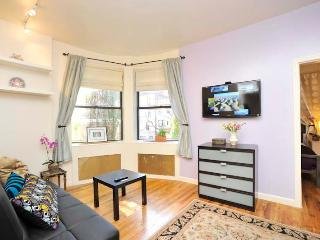 Odyssey UWS Town House 1 Bedroom- Sunny & Bright - New York City vacation rentals
