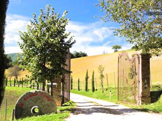 Gorgeous 7 bedroom Vacation Rental in Vallo di Nera - Vallo di Nera vacation rentals