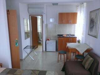 Studio apartment Šime (2+1) - Racisce vacation rentals