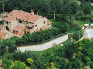 appartamento SORGENTE 2 in agriturismo Podere Fucile - Montepulciano vacation rentals