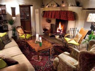 la vieille maison - halte gourmande  chambre du balcon - Durfort-et-Saint-Martin-de-Sossenac vacation rentals