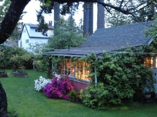 Romantic 1 bedroom Cottage in Duncan - Duncan vacation rentals