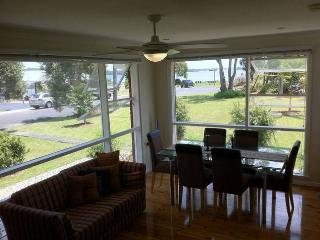 Gerohn House Pet friendly accomodation by the lake - Vincentia vacation rentals