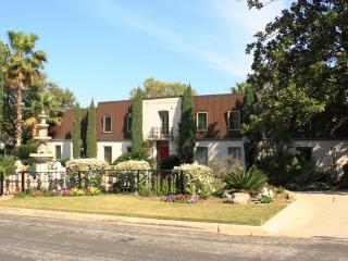 La Casa-Designer Estate Paradise-5 Min-Airport - San Antonio vacation rentals