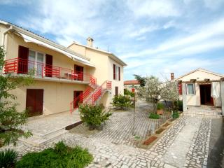 LacoDeLama apartment-house at the south of Istria - Medulin vacation rentals