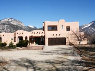 ***  Beautiful 5 bedroom near plaza and  skiing - Taos vacation rentals
