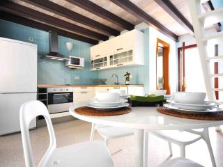 Excellent Duplex H4 with balcony and shared patio - Malaga vacation rentals