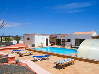 Nice Villa in Las Laderas with Dishwasher, sleeps 8 - Las Laderas vacation rentals