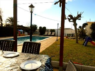 Enlightening Oasis villa for 8 guests, just 3km from the beaches of Costa Dorada - El Vendrell vacation rentals