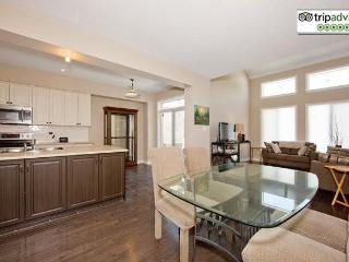Gorgeous 3+1 Bedroom Townhome Ottawa Airport - Ottawa vacation rentals