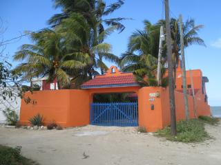 Enchanting Oceanfront House With Pool in Chelem - Chelem vacation rentals