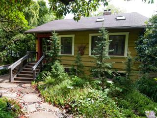 Farmhouse Cottage in the Garden (South West PDX) - Portland Metro vacation rentals