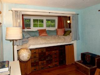 Captain's Bed in SW PDX Cottage - Portland vacation rentals