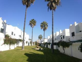 Chalet adosado en preciosa urbanización privada - Rota vacation rentals