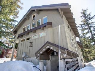 Government Camp rental w/ home theater, private hot tub - Government Camp vacation rentals