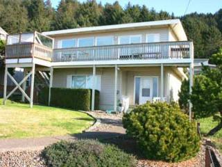 147 SURF AND SAND - Amazing few, hot tub, WiFi, deck and giant yard! - Lincoln City vacation rentals