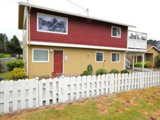 157 PELICAN'S PERCH - Ocean View with Hot Tub and WiFi - Lincoln City vacation rentals