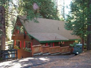 Mountain chalet with great updates ! 2 bedrooms,loft,1.5 baths. Sleeps 8. - Arnold vacation rentals