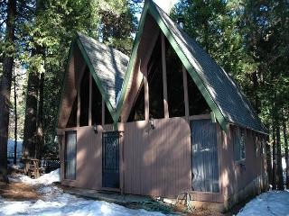 Cozy 2 bedroom Arnold Cabin with Deck - Arnold vacation rentals