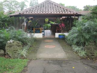 Small B&B with a intimate setting - Ciudad Colon vacation rentals