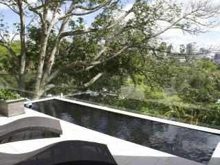Nice House with Deck and Internet Access - Auckland vacation rentals