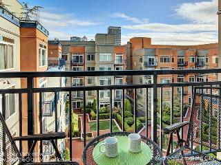 1 Bedroom Emerald City Oasis walk to Pike Place Market! Plan your Fall getaway! - Seattle Metro Area vacation rentals