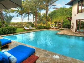 Phenomenal La Encendida - Arrecife 49 offers a courtyard, pool and full staff - Punta Cana vacation rentals