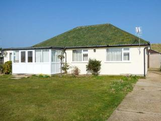 MIN-Y-DON, detached bungalow, lawned garden, pet-friendly, ideal family home, in Eccles-on-Sea, Ref 904633 - Lessingham vacation rentals