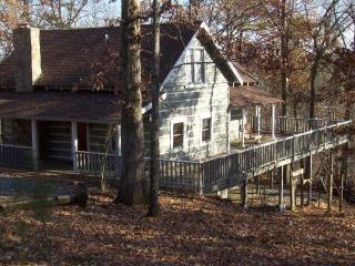 Cozy Cabin with Deck and A/C - Cleveland vacation rentals