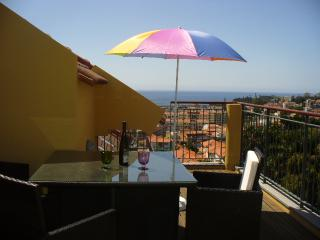 Living Funchal, Rua do Comboio, Funchal 2 bed apart - Ponta Do Sol vacation rentals
