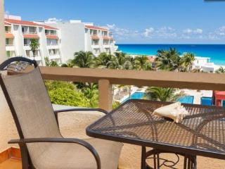 Beautiful cozy totally remodeled resort room for 2 - Cancun vacation rentals