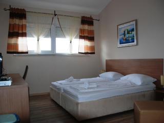 Apartments Johnny D1 close to beach and Split cent - Podstrana vacation rentals